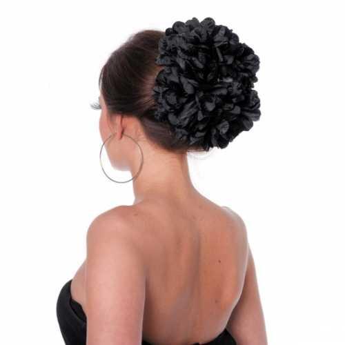 Zwarte bloemenklem in het haar